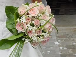 Comment faire un bouquet de fleurs pour le mariage li la main - Faire un bouquet de fleurs ...