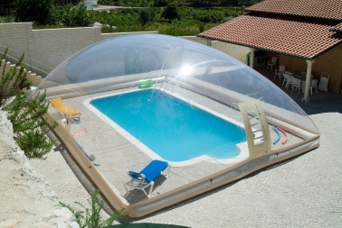 Enclos et d mes de piscine utiliser longtemps for Dome piscine