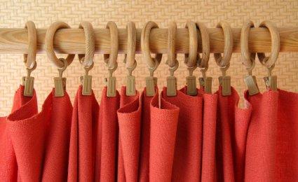 choix des barres et tringles pour les rideaux des fen tres. Black Bedroom Furniture Sets. Home Design Ideas