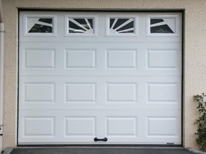 Pose d 39 une porte sectionnelle et montage d 39 un vantail - Porte de garage sequentielle ...